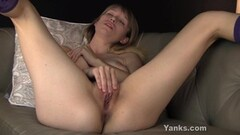 Amateur plays with her pussy Thumb