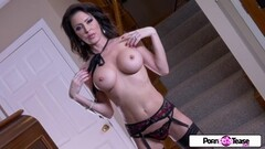 Gorgeous Jessica gets naked and masturbates Thumb