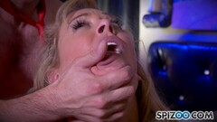 MILF takes it deep in her pretty pussy Thumb