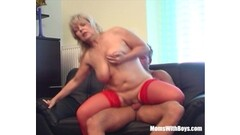 Mature blonde gets her pussy hammered Thumb