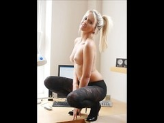 Slideshow - Blonde secretary flirt whit the boss Thumb