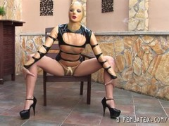 Latex queen speading her legs Thumb