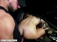 Curious amateur Ariana Marie finds out she loves public dogging Thumb