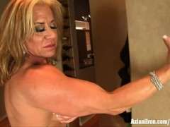 Aziani Iron mature bodybuilder Wanda Moore big clit Thumb