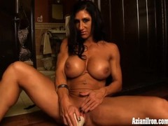 Elisa Ann female bodybuilder strips and masturbates Thumb