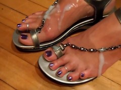 Cumshot on feet in chain shoes Thumb