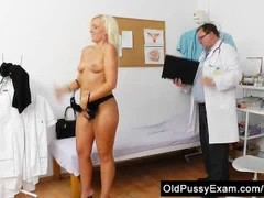 Foxy blondie gets a mommy gyno Thumb