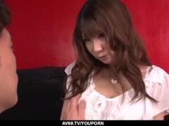 Blonde perverse Hausmutter mit dicken Brüsten holt einen runter Thumb