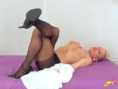 Jamie French show her feet and big dick in black nylon pantyhose - Transfeet Thumb