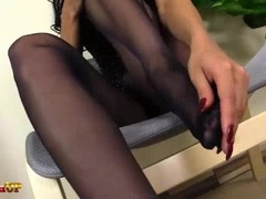 Footjob by a Hot Brunette in Pantyhose Thumb