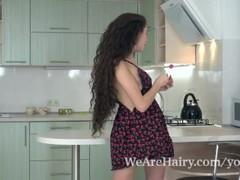 Lara Lee masturbates on her kitchen counter Thumb