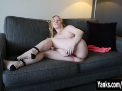 Satine Spark toys her pink snatch to orgasm Thumb