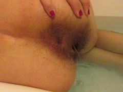 Big clit hairy pussy girl masturbating in the bathtub Thumb