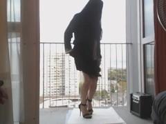 musulmane danse en voile integral sur le balcon Thumb
