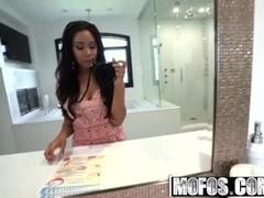 Mofos - Ebony Teen Jenna Foxx films her vacation sex on her selfie stick Thumb
