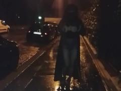 ballade seins nus en niqab dans la rue Thumb