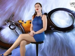 Domina und Nylonherrin Lady Julina Devoten Wichser Teasen Thumb