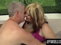 Chubby Bimbo Buxom Bella Gets Down with a Horny Geezer Thumb