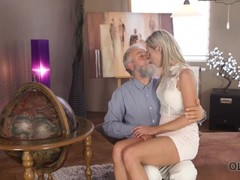 OLD4K. Shanie Ryan finally tries dick of her Geography teacher Thumb