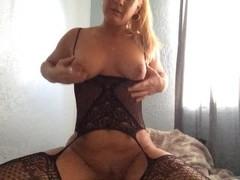 Mom loves masturbating and squirting Thumb
