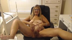 Awesome blonde granny likes to play Thumb