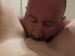 Hubby eating best friend's pussy Thumb